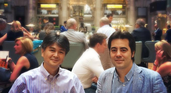 サスティナビジョン代表取締役の下田屋毅氏と宮地アンガス