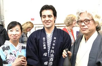 イングランド北部で陶芸家のパーティーにて日本酒(燦爛)のテイスティング